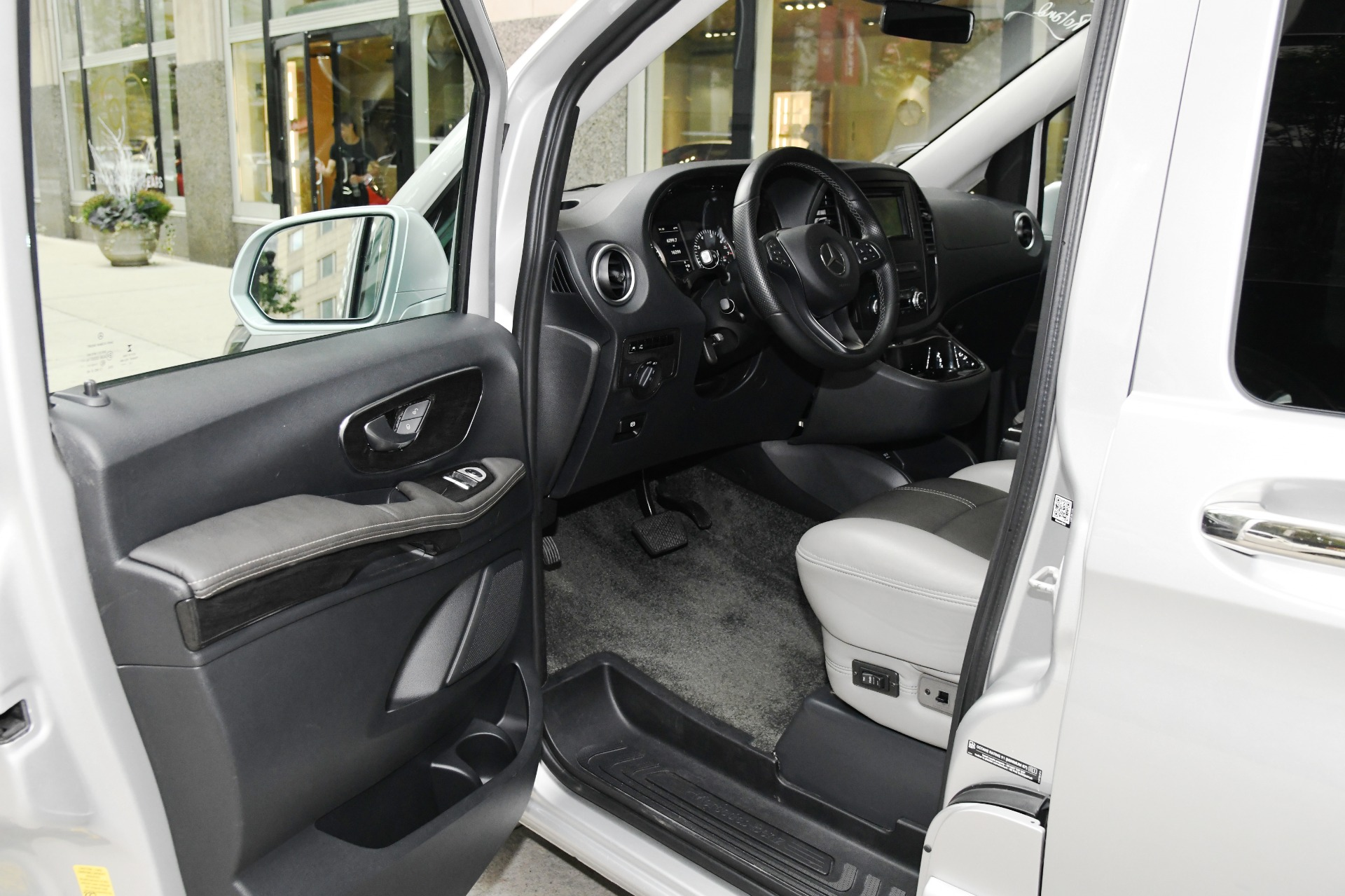 Used 2017 Mercedes-Benz Metris Worker Passenger | Chicago, IL